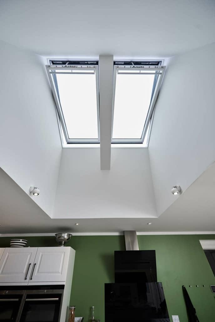 Ovenbelysning og loftvindue i køkken, stort udvalg af velux vinduer 2