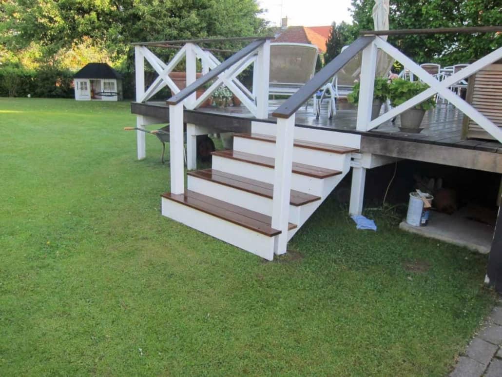 ny terrasse i en have udført af martin friis